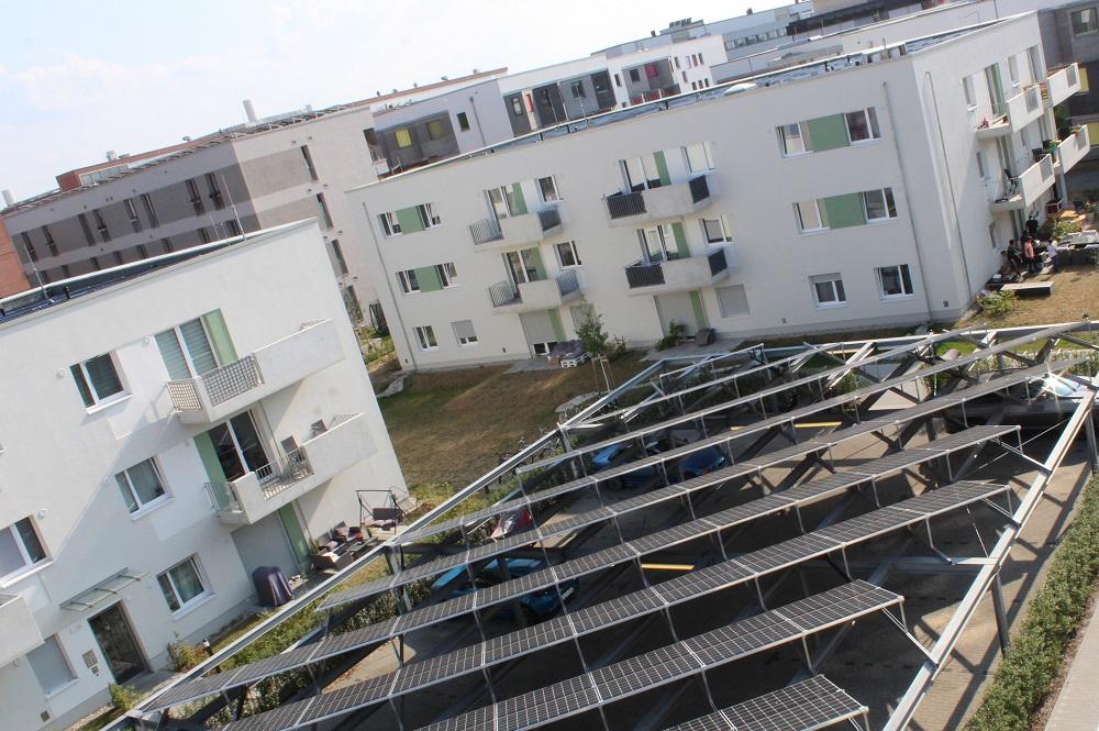 Ebenfalls ein Kooperationsmodell: Energieversorger betreuen eigene Stromerzeugungsanlagen, wie hier Photovoltaik, als Contractor und sorgen so für stabile Strompreise bei den Kunden von Immobilienunternehmen. Foto: Frank Urbansky