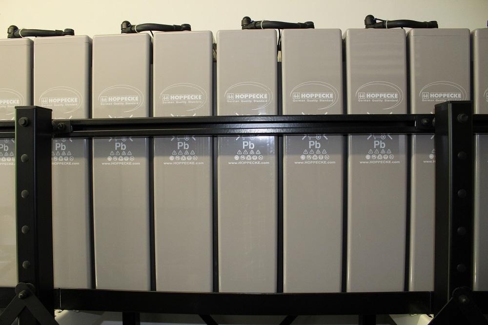 Große Batteriespeicher dienen der Netzstabilität
